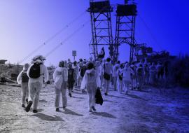 Ende Gelände - Menschen vor Bagger