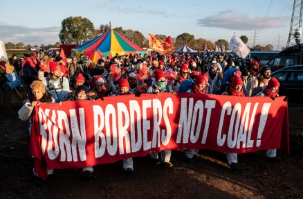 Burn Borders Not Coal- Foto