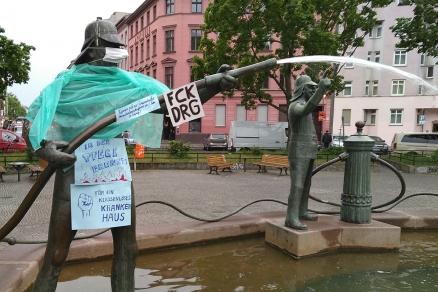Statue: Protest gegen DRG